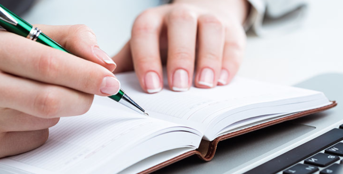 Grasp Literature Like a Pro with the Help of Literature Review Writers